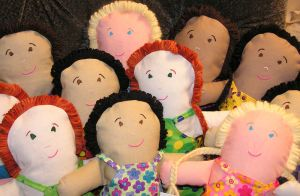 800px-Hand_made_dolls-Anne-Norman